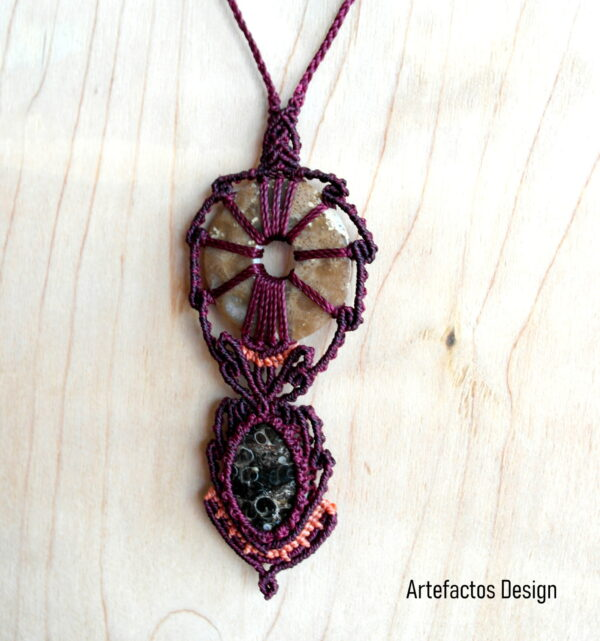 Necklace with petrifications