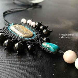 Macrame necklace with stones